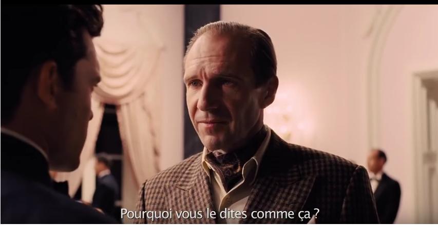 """Le réalisateur Laurence Laurentz (Ralph Fiennes) a bien du mal à faire dire simplement à son acteur la phrase """"Would that it were so simple"""" (""""Si seulement c'était si simple)."""