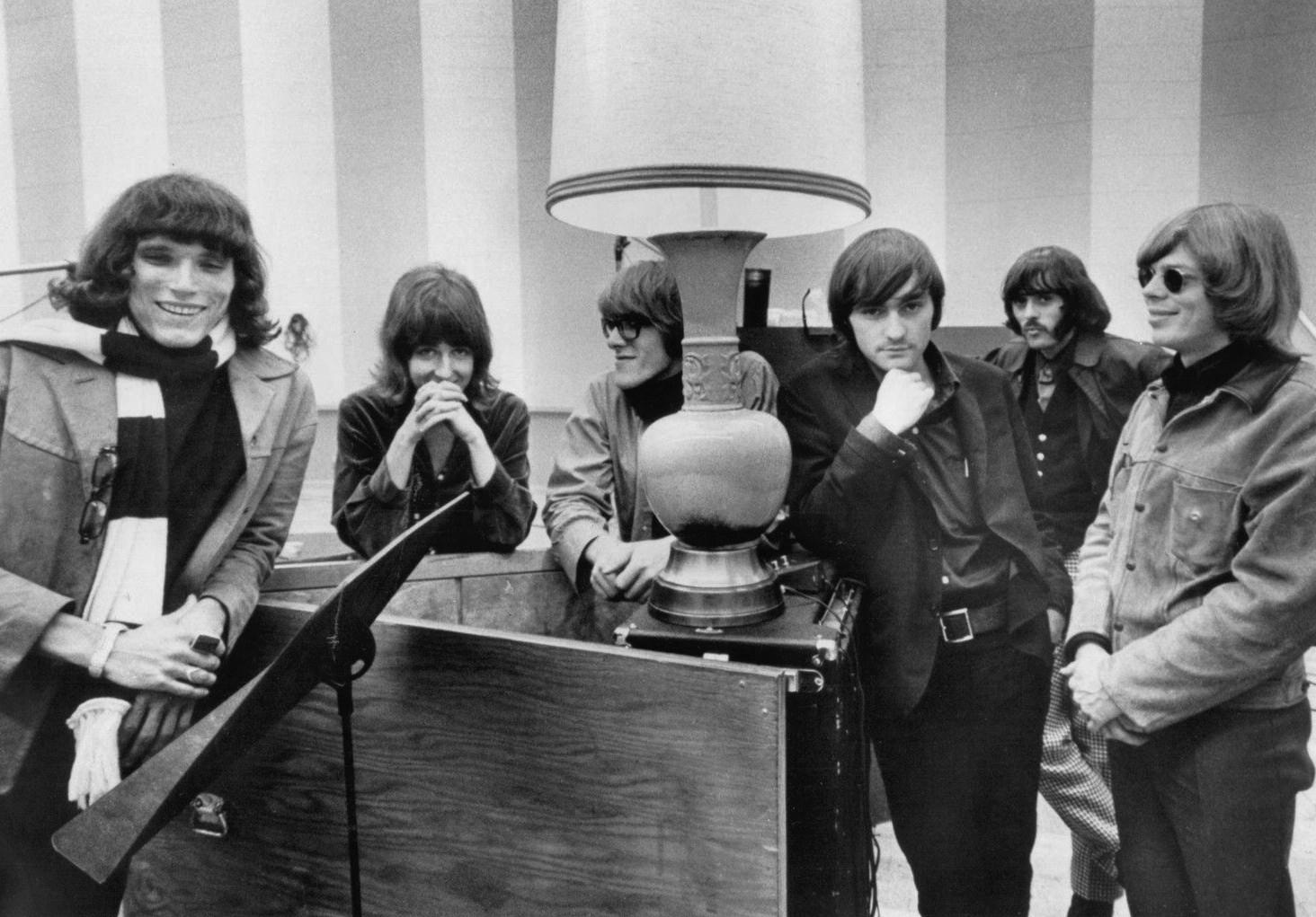 Jefferson Airplane en 1970. De gauche à droite : Jorma Kaukonen, Grace Slick, Paul Kantner, Marty Balin, Spencer Dryden et Jack Casady