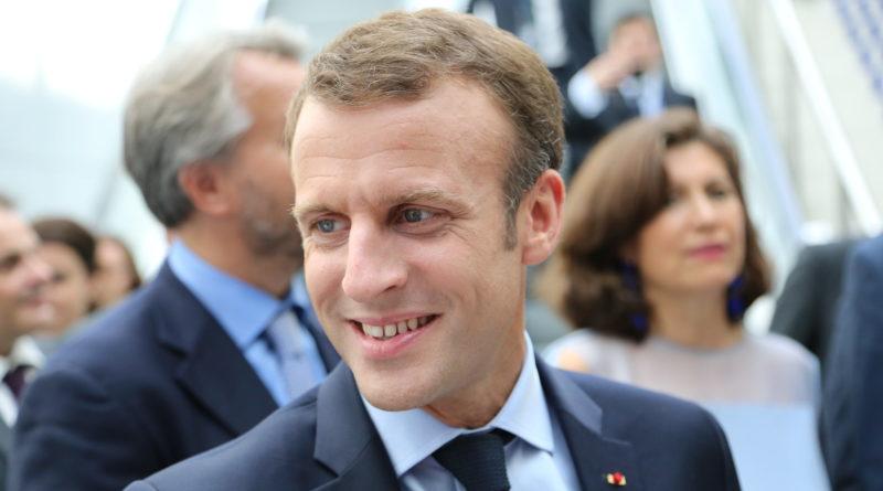«Les journalistes sont des justiciables comme les autres» : Macron est-il vraiment Sibeth ?